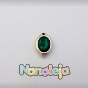 Colgante ovalado con resina color verde esmeralda de zamak 23X14mm