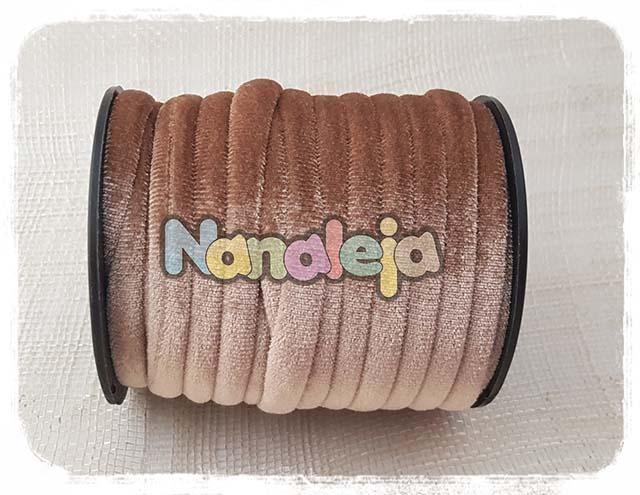 Cordón de terciopelo redondo beig (precio por metro)