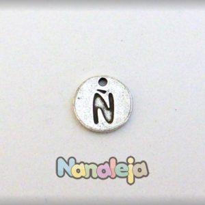 Colgante letra Ñ moneda zamak 14mm